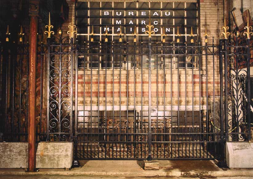 Main gate with 100 linear feet of railing - Reference 0018