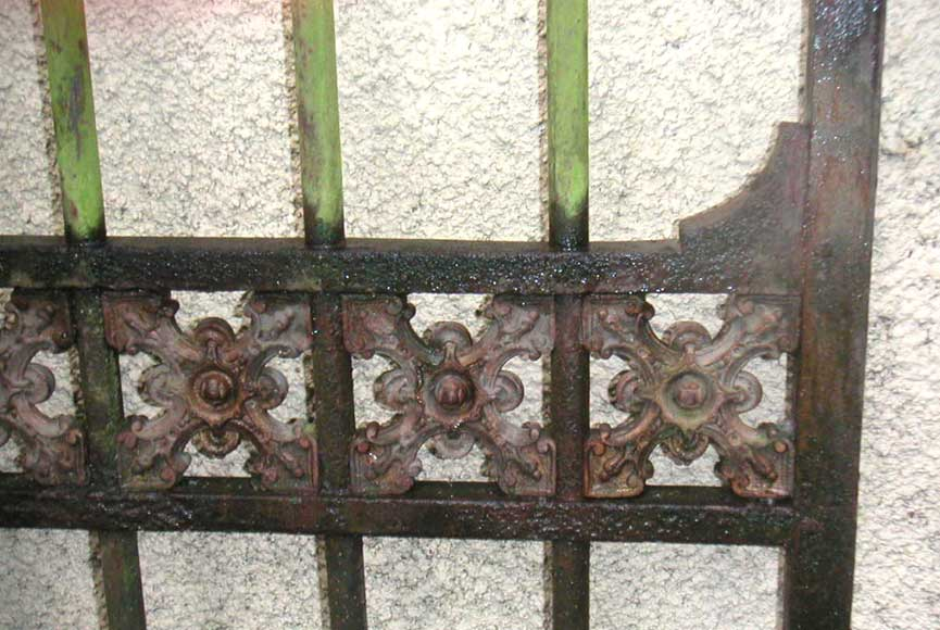 Door gates in cast iron and wrought iron.-13
