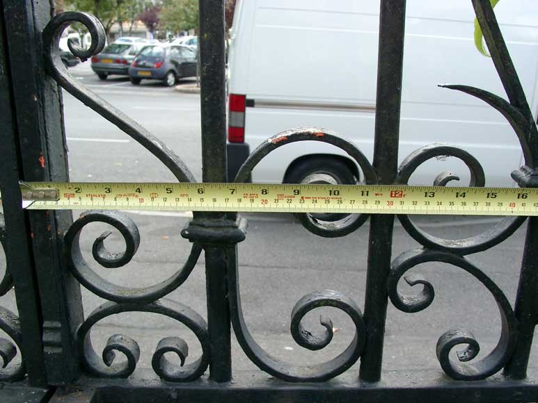 Wrought iron gate with 20 meters of railing-4