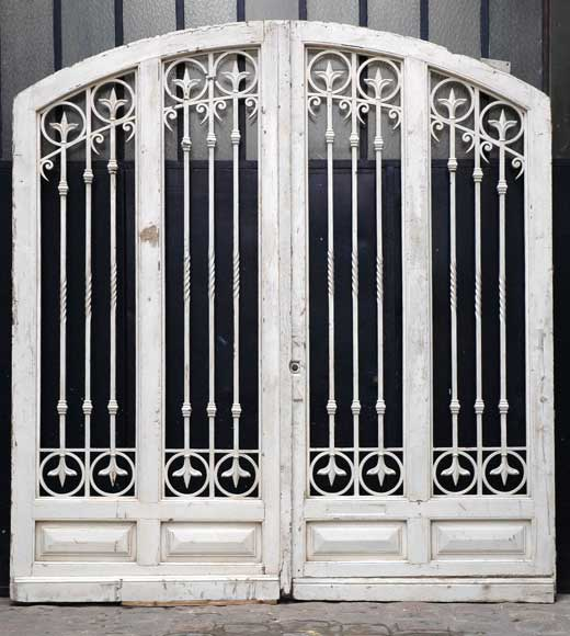 Large wooden and wrought iron main door - Doors