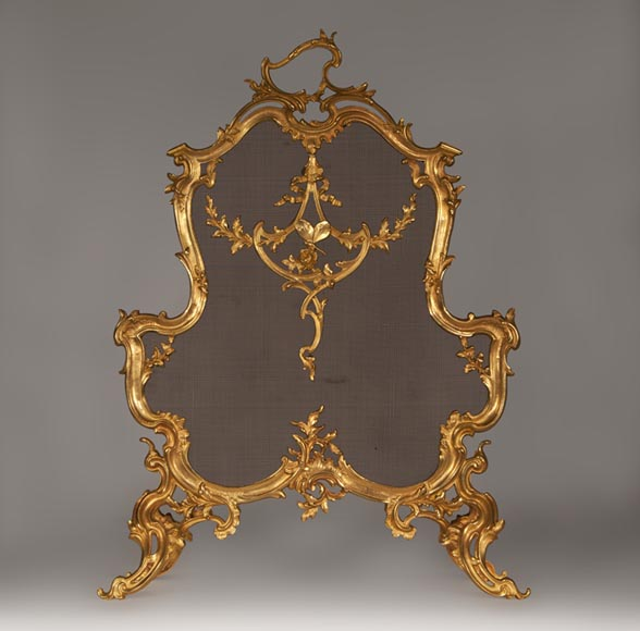 Beautiful antique Louis XV style fire screen with butterfly decor made out of gilded bronze - Reference 10010