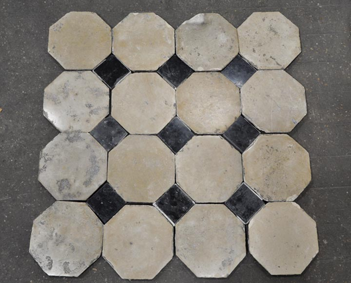 Antique stone floor with black marble cabochons - Reference 10202