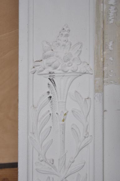 Antique Louis XVI style overmantel with a frieze of laurel and ovals-5