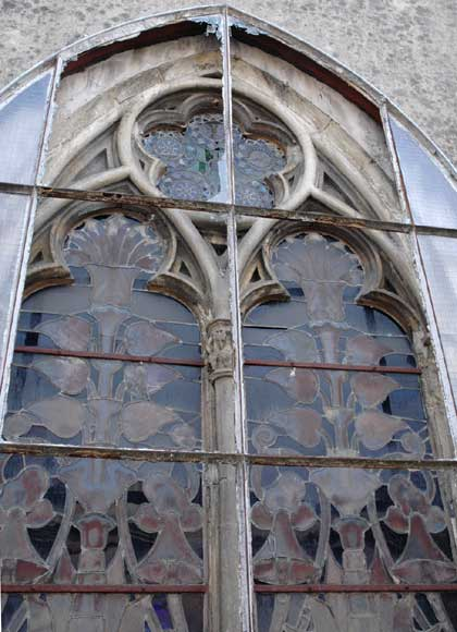 Stained glass windows with floral designs -3