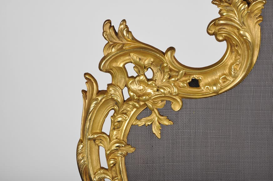 Antique Louis XV style gilt bronze fire screen with playing children, 19th century-7