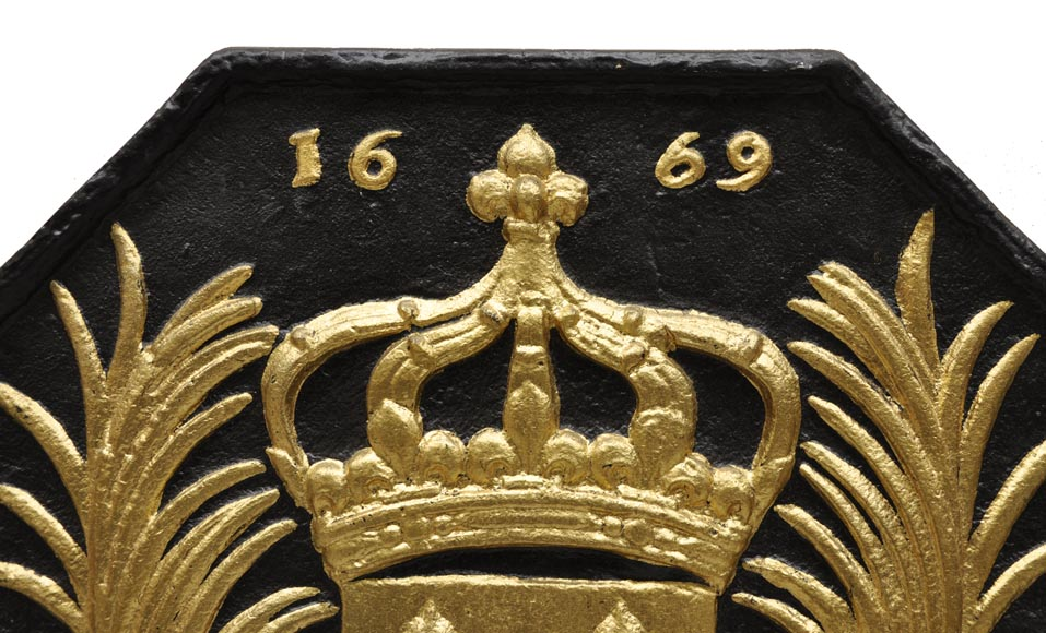 Large antique cast iron fireback with France coat of arms, gilded with gold leaf-1