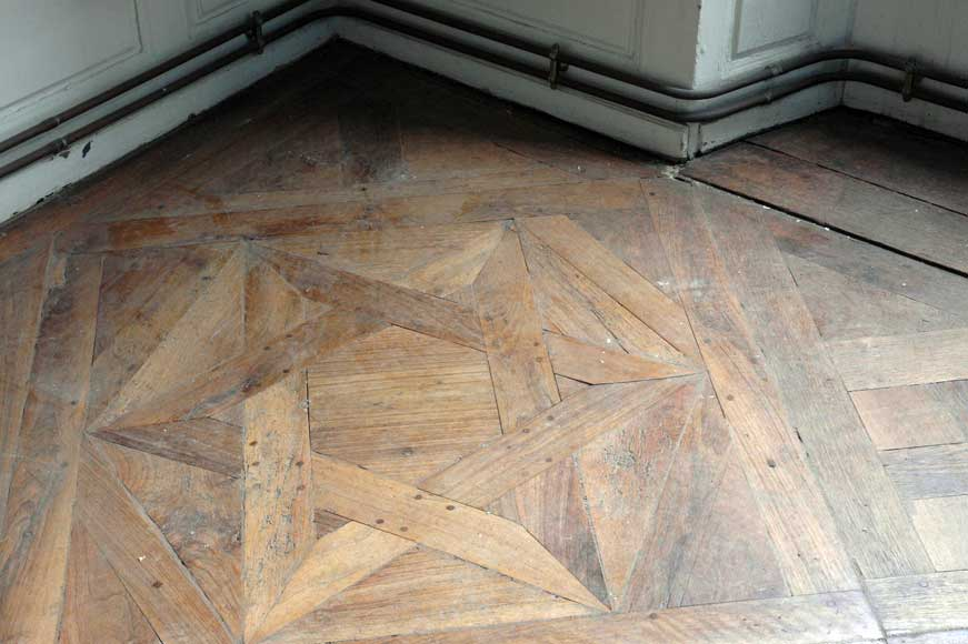 Paneled room and rare parquet flooring from the 18th century-25