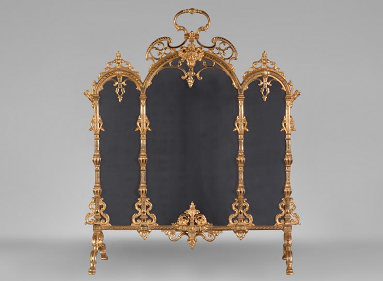 Beautiful Neo-Gothic style firescreen in gilt bronze with archs, interlacing and mascaron - Reference 10420