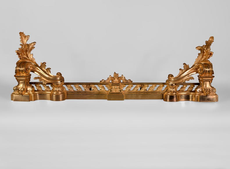 Beautiful antique Napoleon III style fire fender in gilt bronze with large acanthus leaves-0