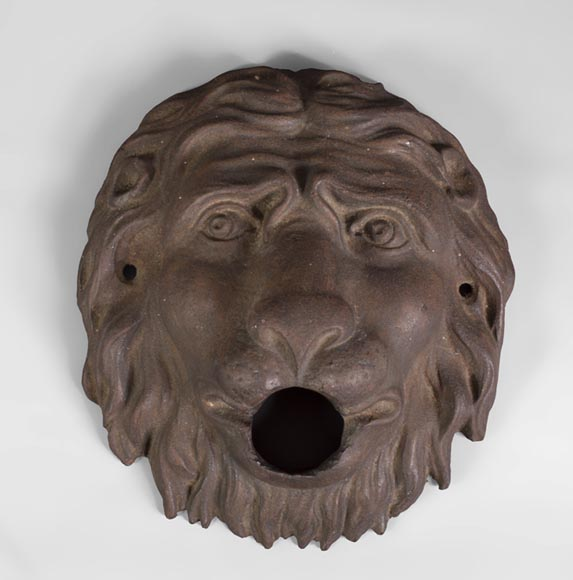 Lion's head, antique cast iron fountain mask 19th c. - Reference 10446