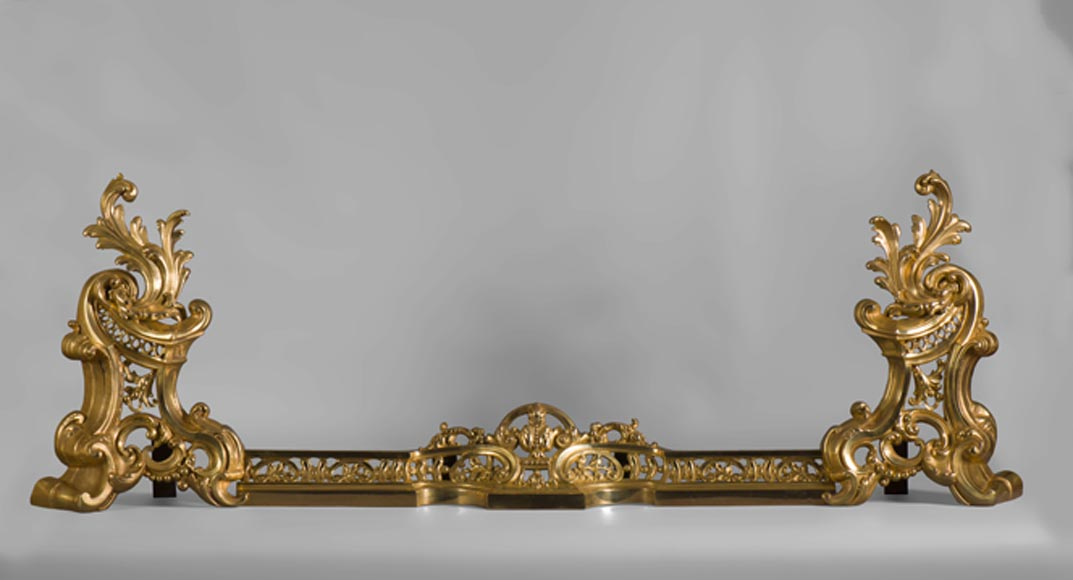 Beautiful Napoleon III style fire fender, in gilt bronze, with openwork and foliage - Reference 10469