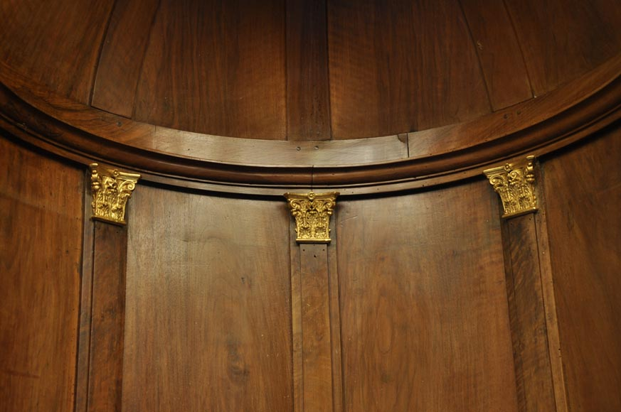 Pair of walnut and gilt stucco alcoves, Louis-Philippe style, with Allegory of Renown-4