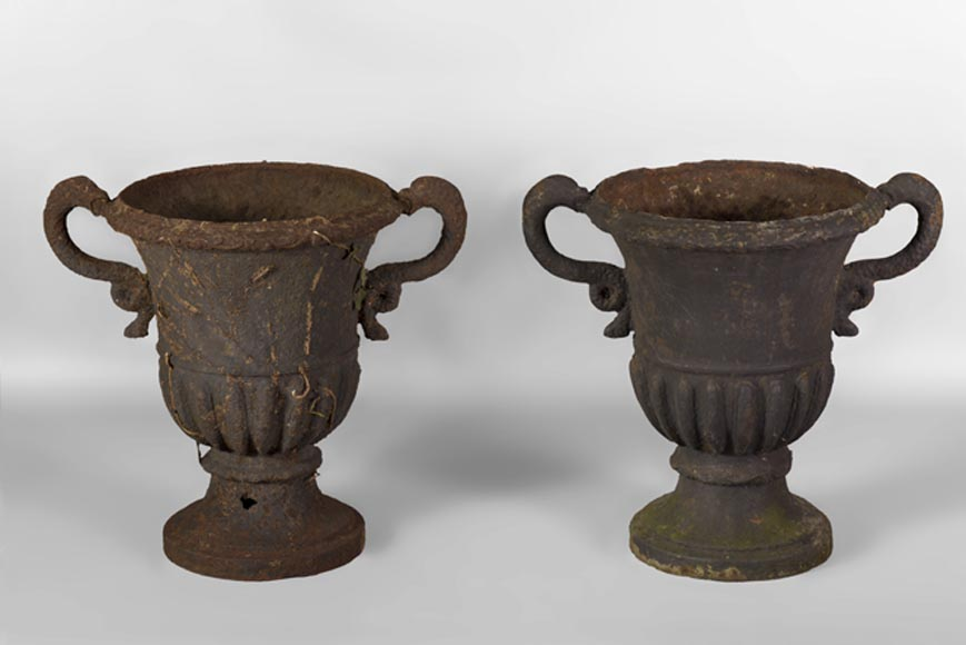 "Pair of ""Medici"" vases in cast iron, 18th century - Reference 10505"