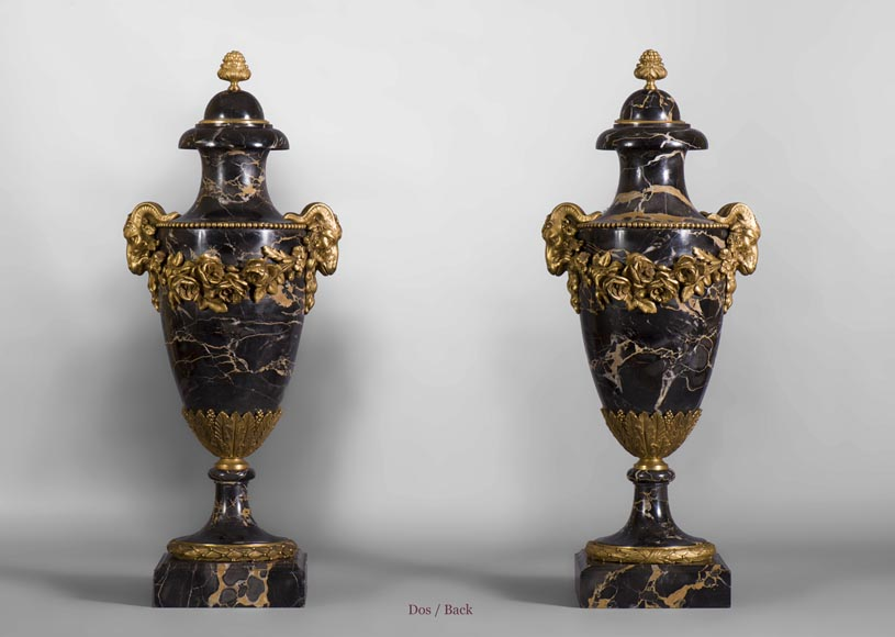 Pair of Portor marble cassolettes with rams' heads and garlands of flowers in gilt bronze -6
