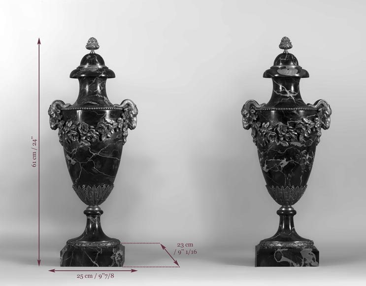 Pair of Portor marble cassolettes with rams' heads and garlands of flowers in gilt bronze -7