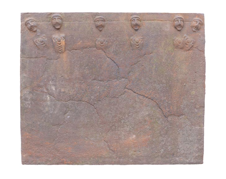 Antique cast iron fireback, early 17th c., featuring heads - Reference 10563