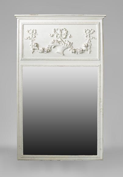 Antique Louis XVI style overmantel mirror featuring a basket of flowers - Reference 10575