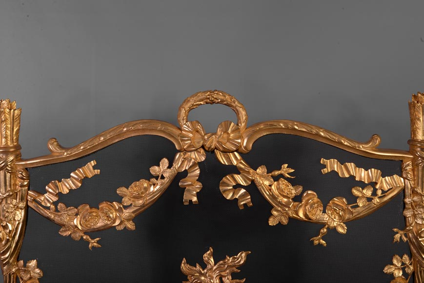 Antique Napoleon III firescreen in gilt bronze with flaming pot, quivers and roses -1
