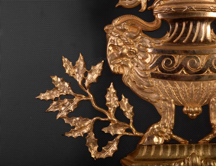 Antique Napoleon III firescreen in gilt bronze with flaming pot, quivers and roses -6