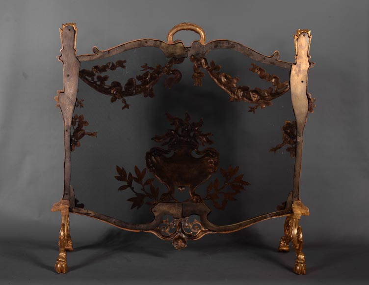Antique Napoleon III firescreen in gilt bronze with flaming pot, quivers and roses -8