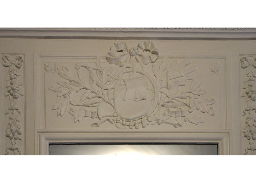 Antique Louis XVI style overmantel pierglass in painted wood and stucco, decor of quiver, bow and foliages-1