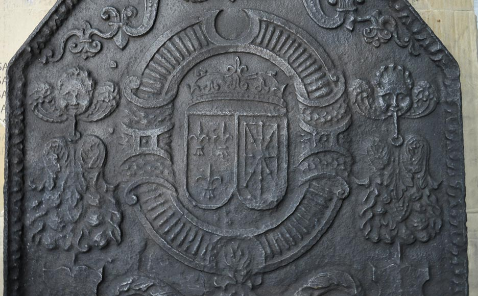 Beautiful 18th-century cast iron fireback with the France and Navarra coat of arms-1