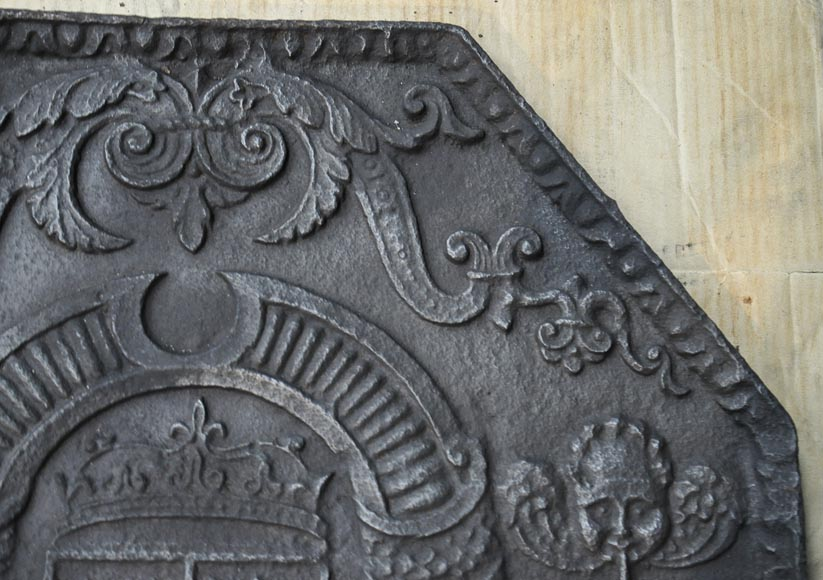 Beautiful 18th-century cast iron fireback with the France and Navarra coat of arms-2