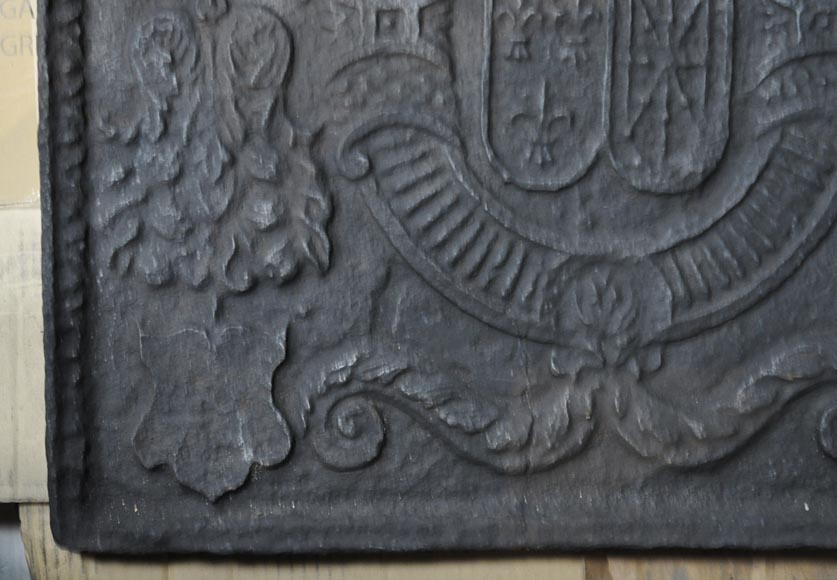 Beautiful 18th-century cast iron fireback with the France and Navarra coat of arms-4