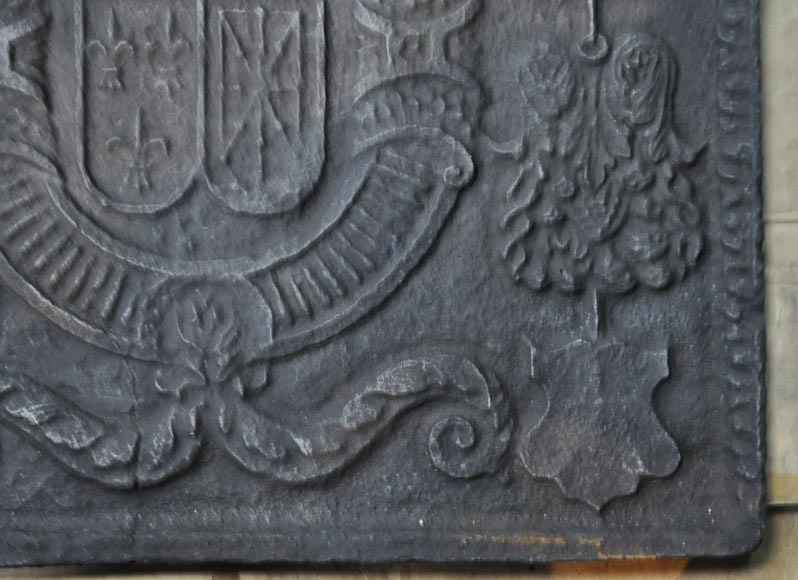 Beautiful 18th-century cast iron fireback with the France and Navarra coat of arms-5