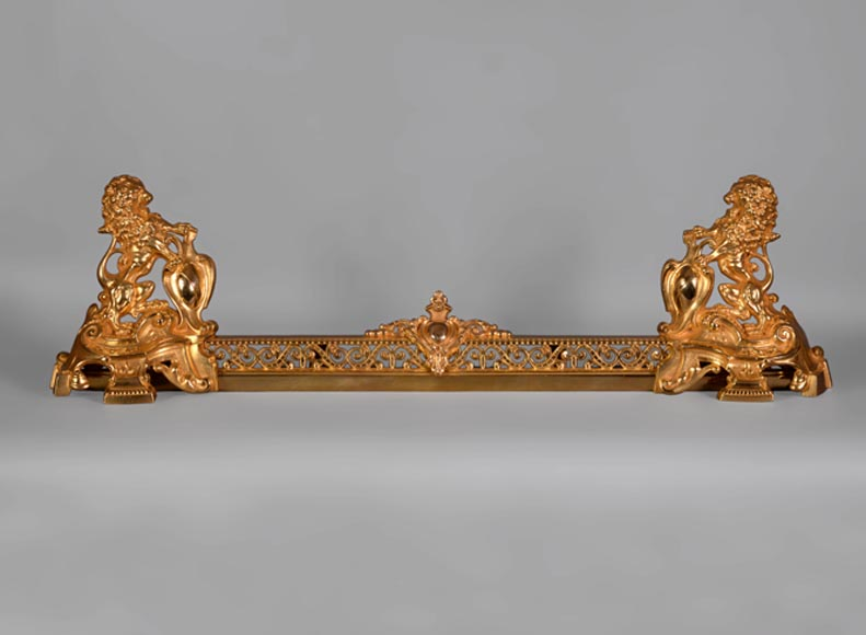 Antique Napoleon III style fire fender in gilt bronze with lions holding coat of arms  - Reference 10631