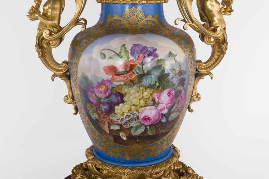 Napoleon III monumental vase in Porcelain of Paris with the Triumph of Venus mounted in gilt bronze with espagnolettes-8