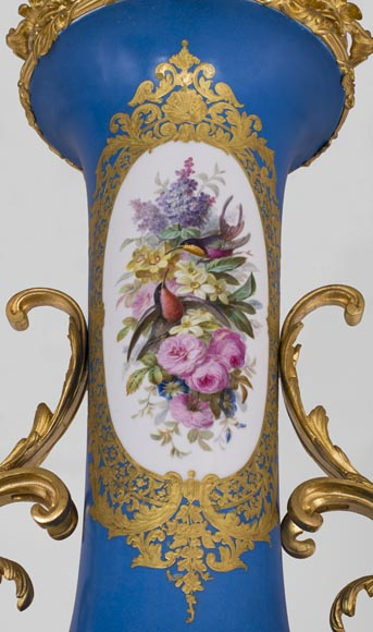 Napoleon III monumental vase in Porcelain of Paris with the Triumph of Venus mounted in gilt bronze with espagnolettes-10