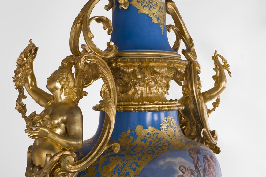 Napoleon III monumental vase in Porcelain of Paris with the Triumph of Venus mounted in gilt bronze with espagnolettes-17
