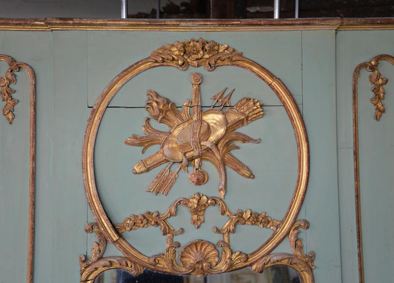 Beautiful antique 19th-century overmantel mirror, carved elements from the Louis XV period, in carved and gilt wood-1