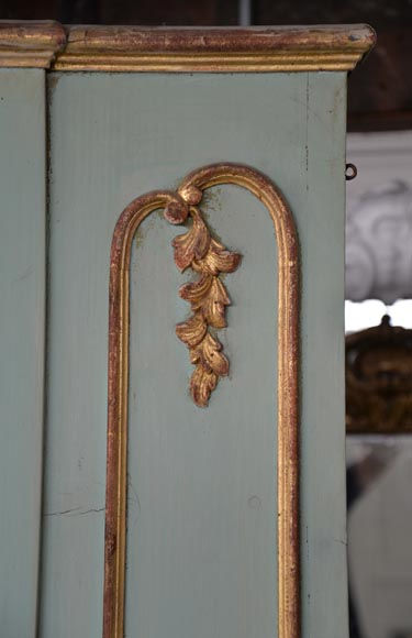 Beautiful antique 19th-century overmantel mirror, carved elements from the Louis XV period, in carved and gilt wood-5