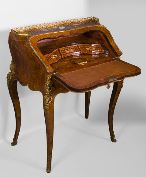 Alphonse GIROUX et cie and Julien-Nicolas RIVART (1802-1867) - Gorgeous writing desk with espagnolettes and decoration of roses in porcelain inlays-4