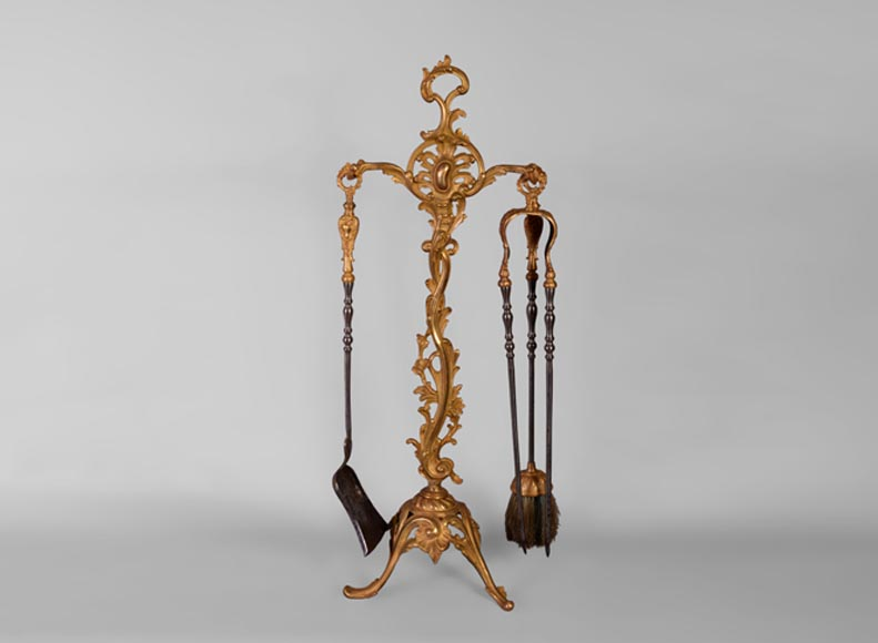 Antique Louis XV style three-pieces fireplace set in gilt bronze with acanthus leaves - Reference 10779