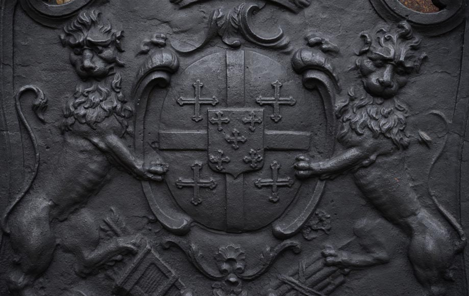 Beautiful antique cast iron fireback with the Cléron family coat of arms, 18th century-1
