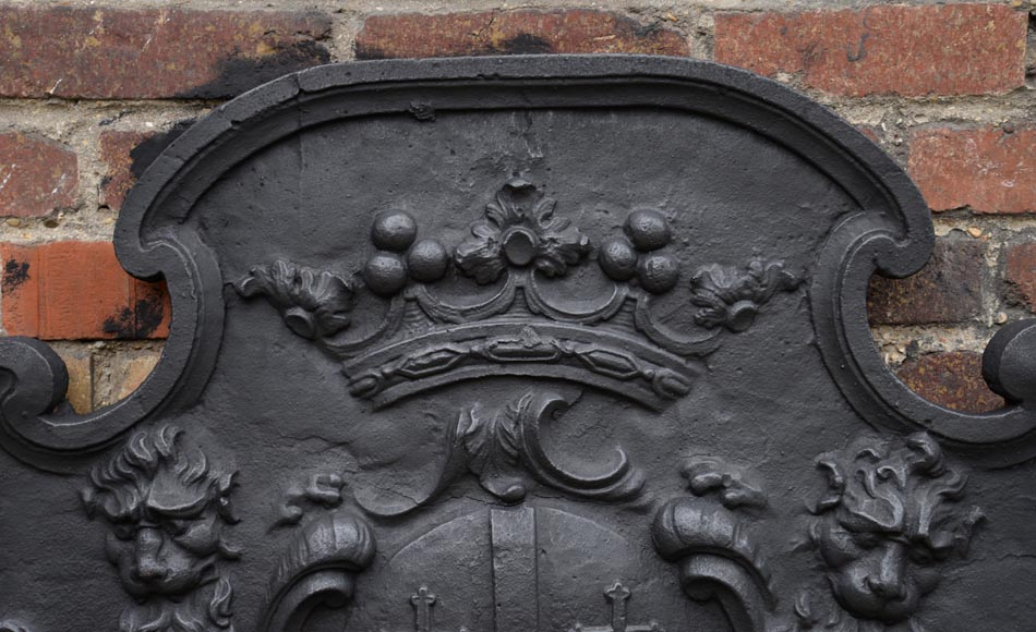 Beautiful antique cast iron fireback with the Cléron family coat of arms, 18th century-2