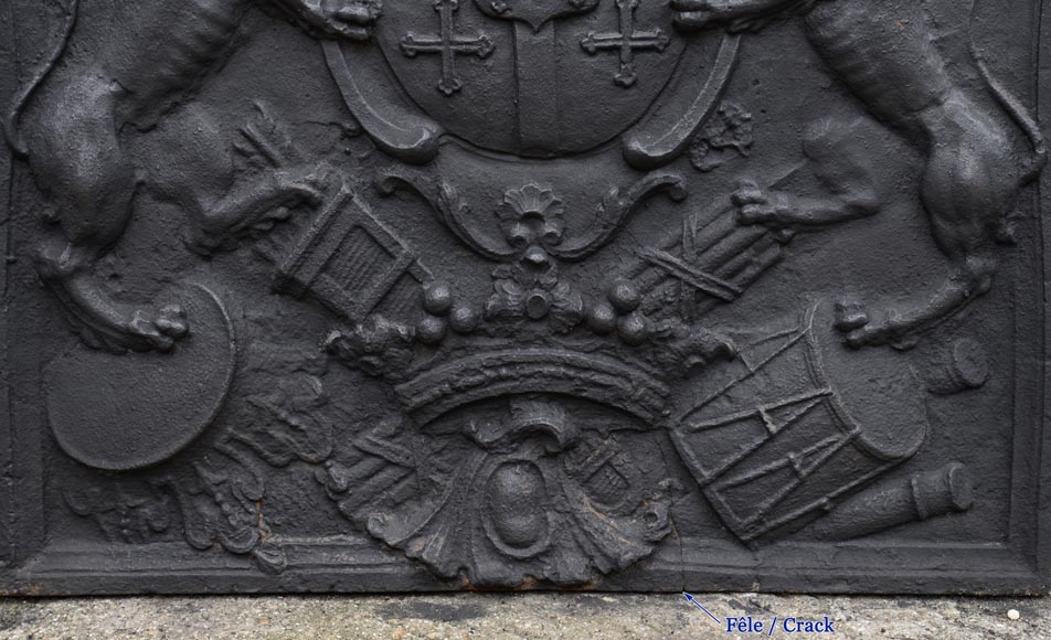 Beautiful antique cast iron fireback with the Cléron family coat of arms, 18th century-5
