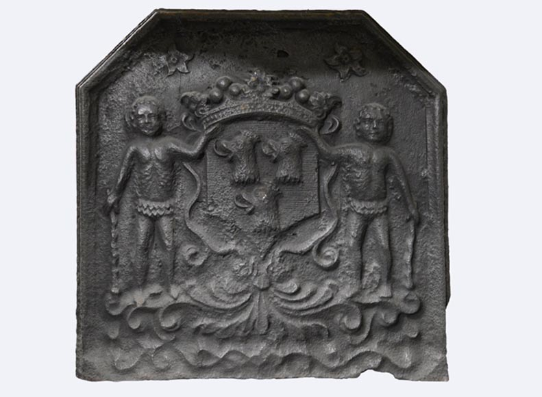 Antique cast iron fireback with coat of arms with three roosters heads, 18th century - Reference 10821