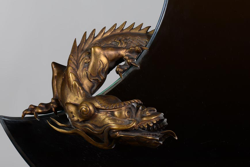 Gabriel VIARDOT (Att. to) - Beautiful japanese style crescent moon-shaped mirror with a dragon in patinated bronze -1