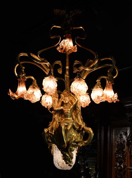 Beautiful antique Art Nouveau style chandelier in gilt bronze and molded glass with languid bodies and nine lights-2