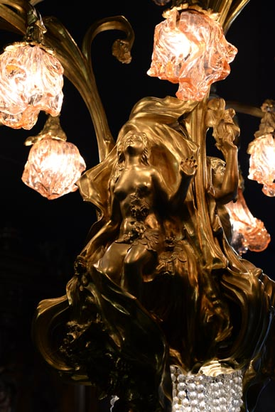 Beautiful antique Art Nouveau style chandelier in gilt bronze and molded glass with languid bodies and nine lights-5