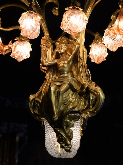 Beautiful antique Art Nouveau style chandelier in gilt bronze and molded glass with languid bodies and nine lights-6