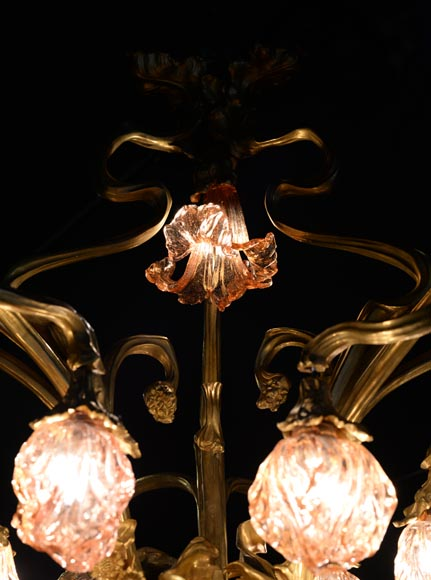 Beautiful antique Art Nouveau style chandelier in gilt bronze and molded glass with languid bodies and nine lights-10