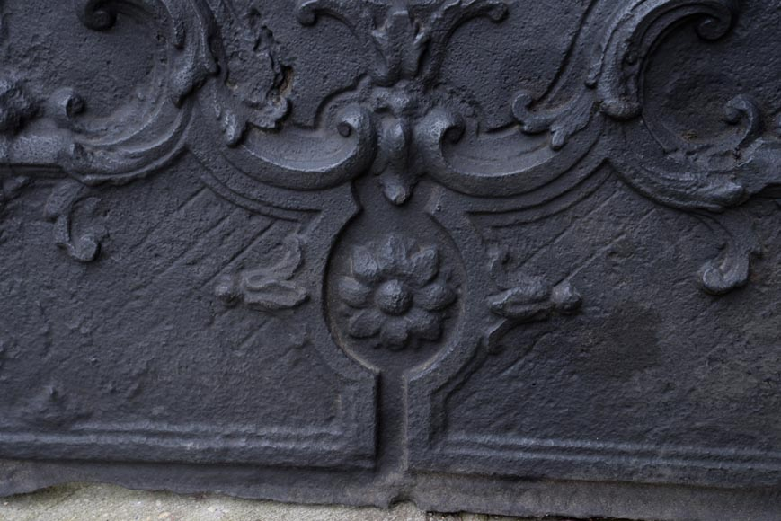 Beautiful antique cast iron fireback with the Jannon family coat of arms, 18th century -5