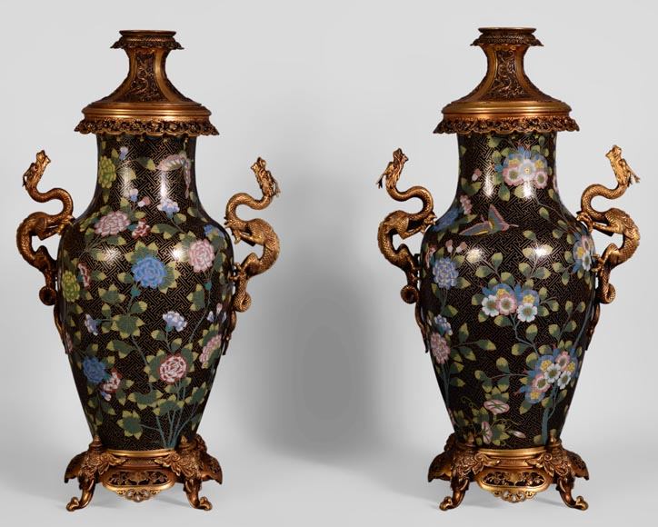 Pair of dragon kerosene lamps, made of bronze and partitioned enamels.-0
