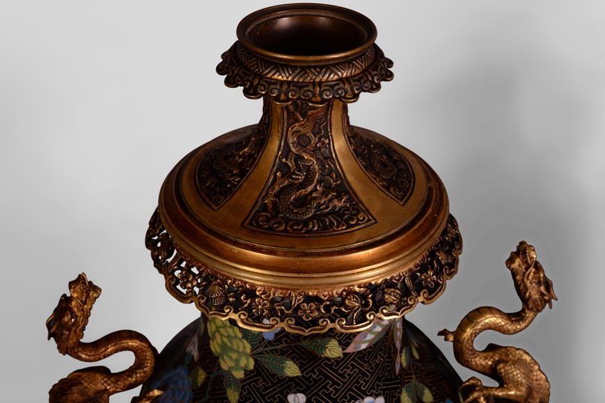 Pair of dragon kerosene lamps, made of bronze and partitioned enamels.-5