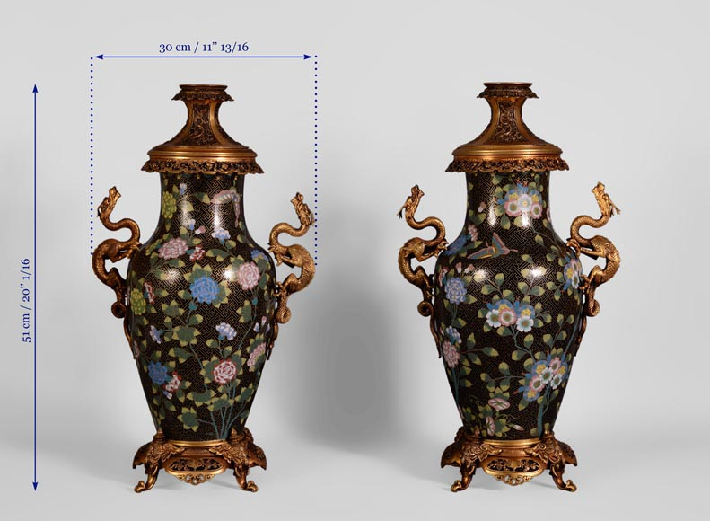Pair of dragon kerosene lamps, made of bronze and partitioned enamels.-7